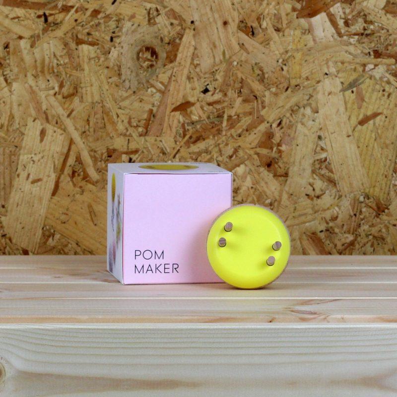 Pom Maker, Small, Macaron